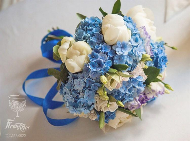 Вандой герберами свадебный букет из гортензий белых