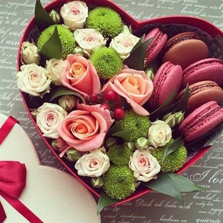 Коробочка-сердце с цветами A062
