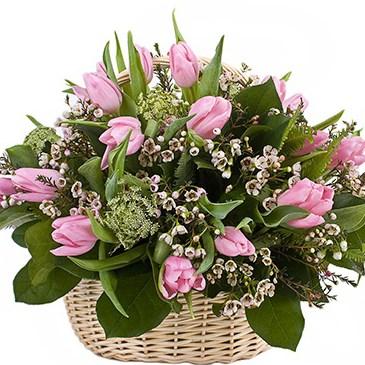 Корзина из тюльпанов А132