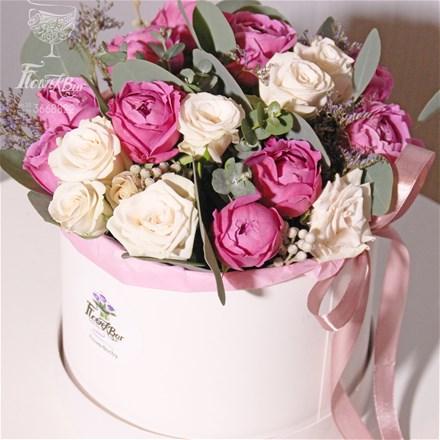 Шляпная коробка с цветами  M120