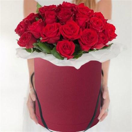 Шляпная коробка с цветами L130