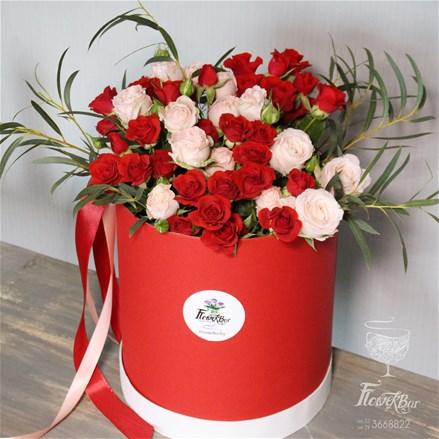 Шляпная коробка с цветами L140