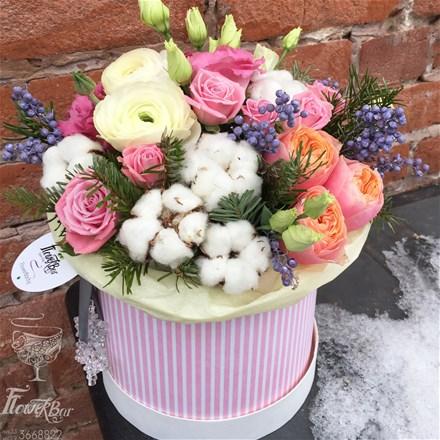 Шляпная коробка с цветами M064