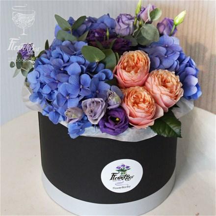 Шляпная коробка с цветами M111