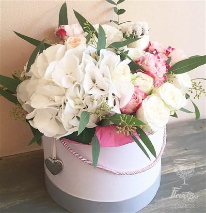 Шляпная коробка с цветами M152