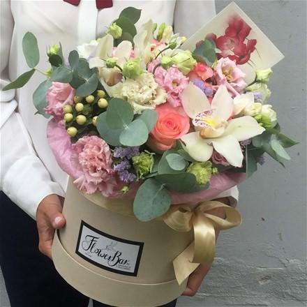 Шляпная коробка с цветами M173