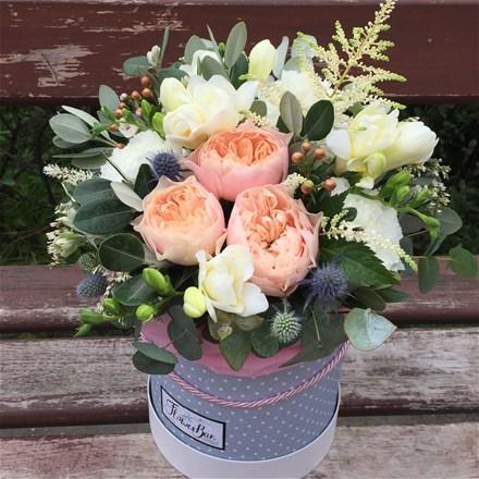 Шляпная коробка с цветами S166