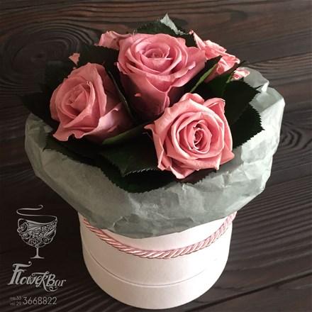 Шляпная коробка со стабилизированными розами D008