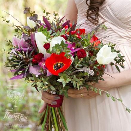 Свадебный букет из орхидей, тюльпанов и перьев Е043