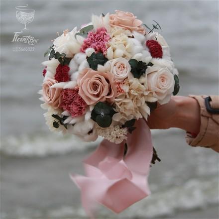 Свадебный букет из стабилизированных цветов и сухоцветов N022