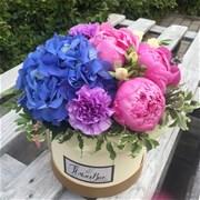 Шляпная коробка с цветами  M077