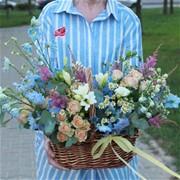 Корзина с летними полевыми цветами А172