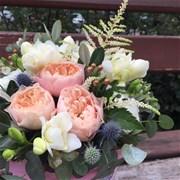 Шляпная коробка с цветами XS166