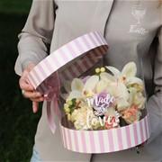 Шляпная коробка с цветами M155