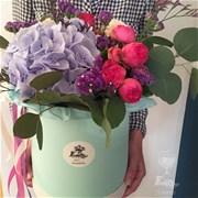 Шляпная коробка с цветами L149