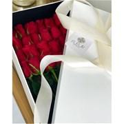 Коробка-сюрприз с 25 розами на стебле А036