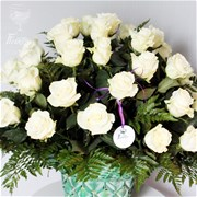 Корзина из белых роз A015