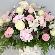Корзина из роз и орхидей A013