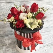 Шляпная коробка с цветами XS162