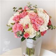 Свадебный букет из кустовых роз и гортензии Е052