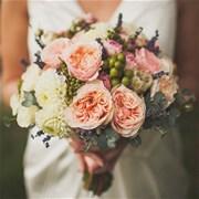 Свадебный букет из роз и георгин Е106