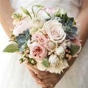 Свадебный букет из роз и суккулентов E120